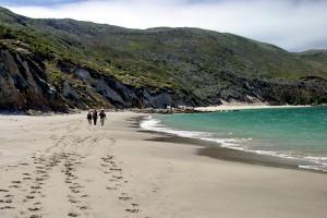 Walking Beach_San Miguel_6872